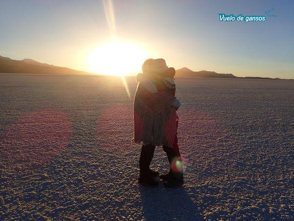 Abrazo en el salar de Uyuni